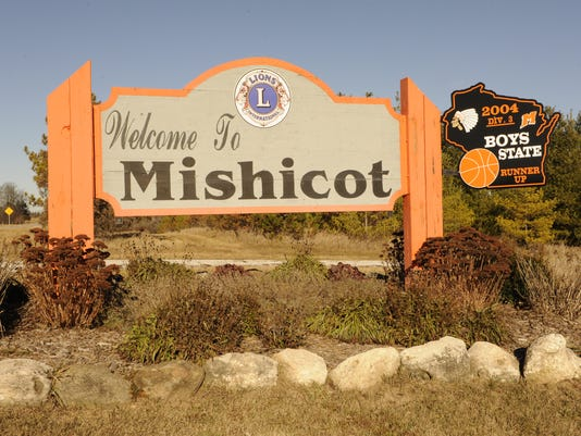 635961435527358262-Mishicot-Welcome-sign.jpg