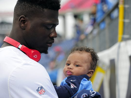 Dorial Green-Beckham spends time with his son Drelyn on the sideline before a Titans' game last season.
