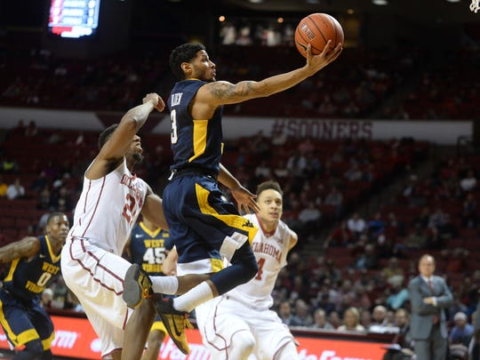 West Virginia Mountaineers guard James Bolden (3) drives