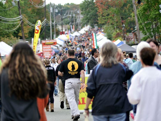 Shoppers, tourists, and locals fill Union Valley Road