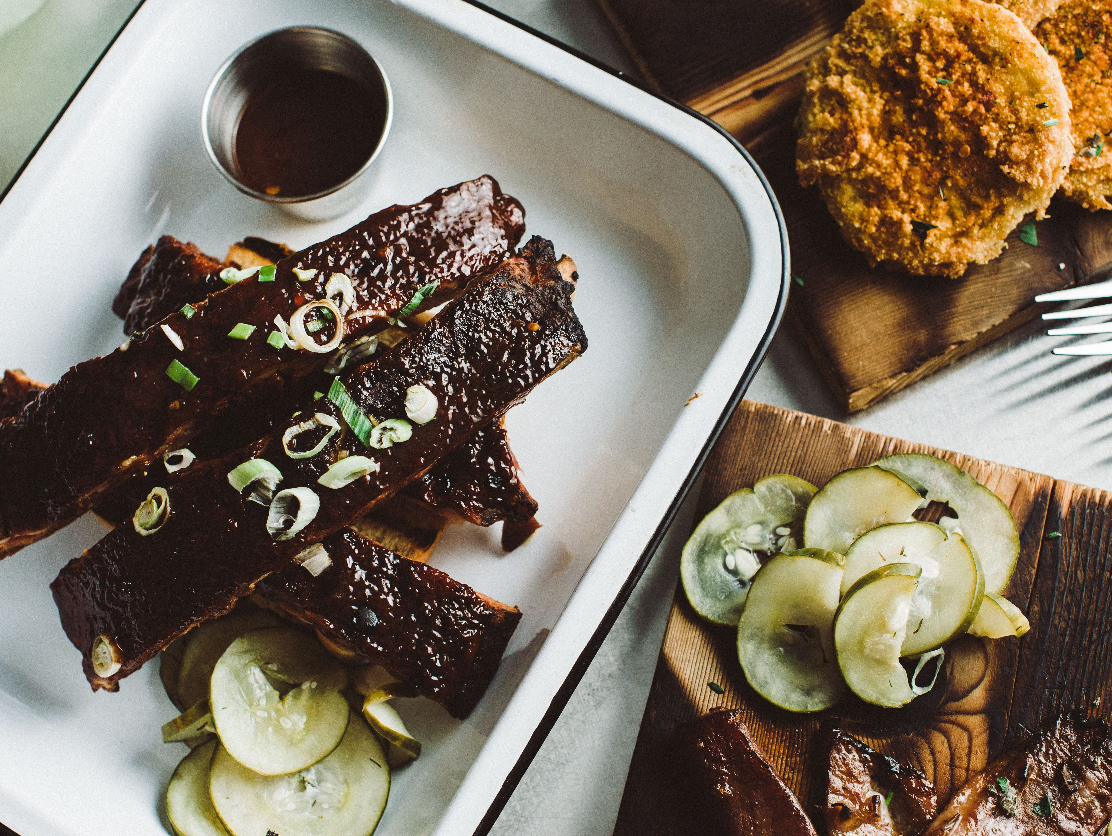 Game-winning smoked spare ribs recipe by Chef Kenny Gilbert and Taste of the NFL.
