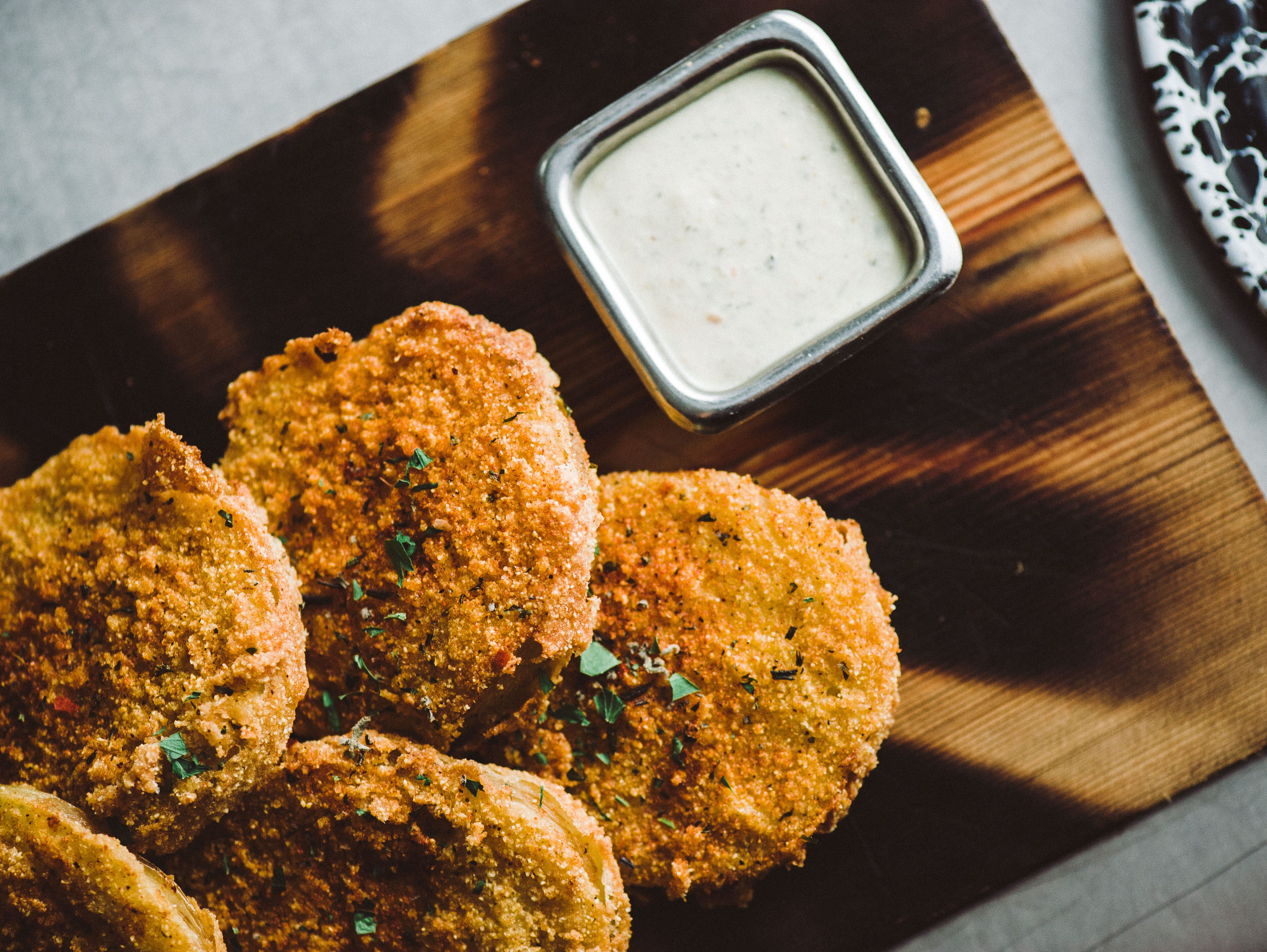 Enjoy game day with this simple and delicious fried green tomatoes recipe.