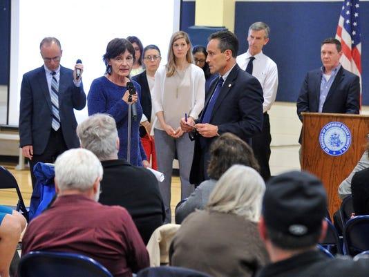 EPA talks to Edgewater residents