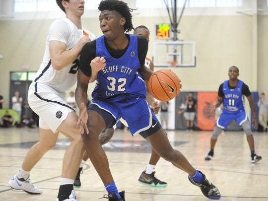 Bluff City Legends' James Wiseman in a game against the Oakland Soldiers on July 12, 2018, at the Peach Jam.