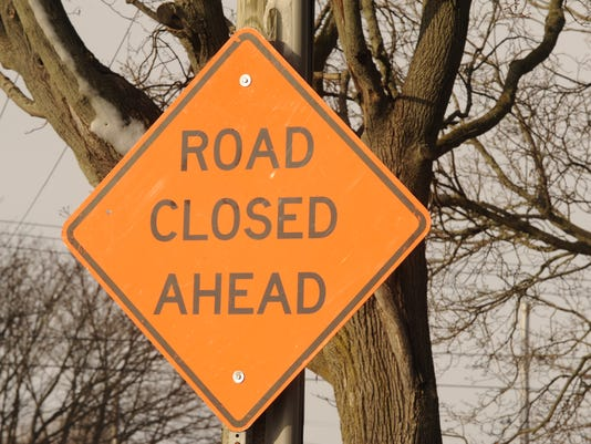 635516667208190128-Road-Closed-sign