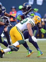 Packers linebacker Brad Jones (59) misses a tackle