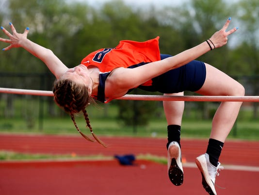 636602129457611897-01-Girls-track-and-field.JPG