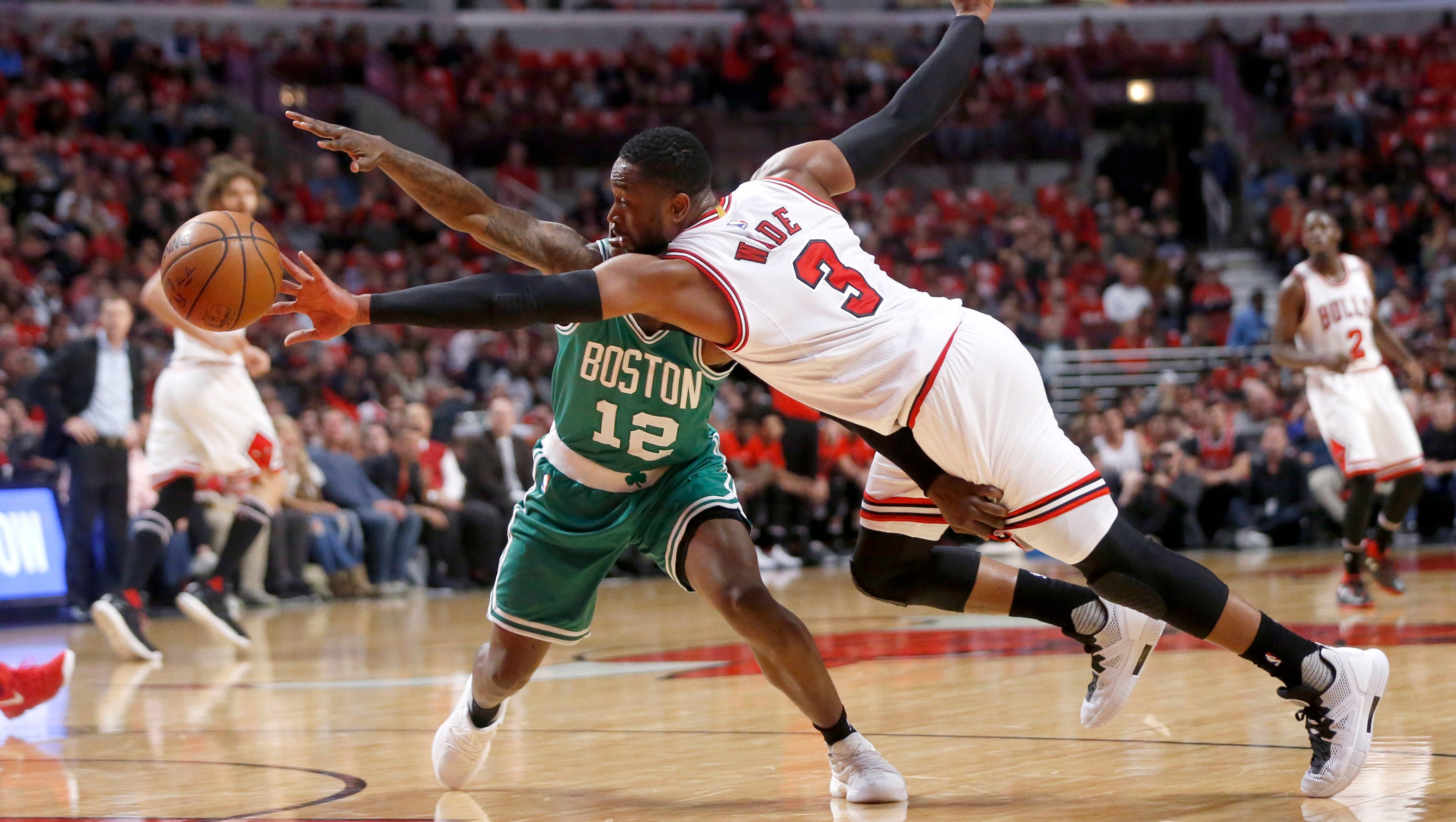 248863d36e7 Al Horford had 18 points and eight rebounds, Isaiah Thomas scored 16, and  the top-seeded Celtics beat the Chicago Bulls, 104-87, on Friday night  after ...