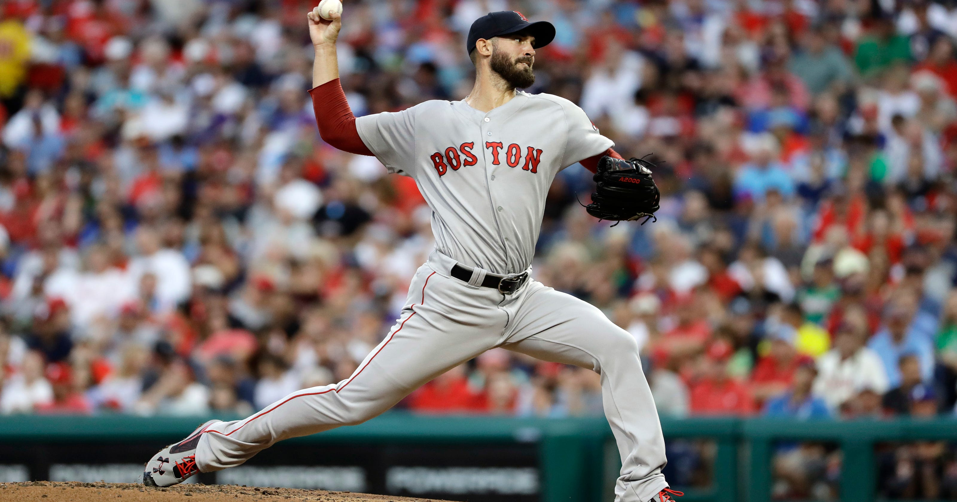 Brock Holt's pinch-hit homer lifts Red Sox over Phillies 2-1