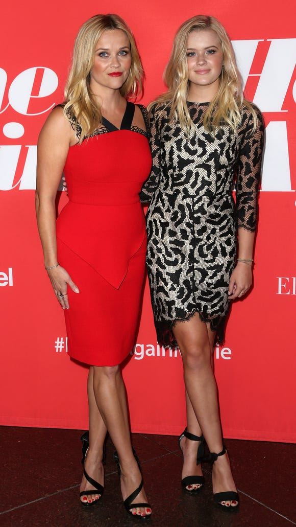 Reese Witherspoon and Ava Phillippe both cross their