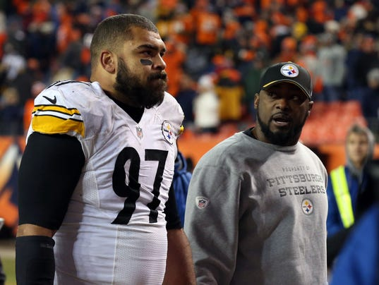 USP NFL: AFC DIVISIONAL-PITTSBURGH STEELERS AT DEN S FBN USA CO