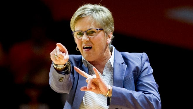Tennessee Head Coach Holly Warlick calls during a game between the Tennessee Lady Vols and Wichita State at Thompson-Boling Arena in Knoxville, Tennessee on Monday, November 20, 2017.