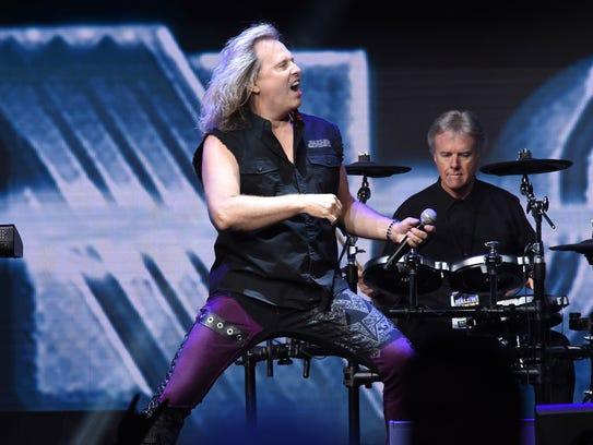 Singer Ronnie Platt and drummer Phil Ehart of Kansas