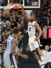 San Antonio Spurs forward Kawhi Leonard (2) scores against the Memphis Grizzlies during the first half in Game 2 on  Monday, April 17, 2017, in San Antonio.