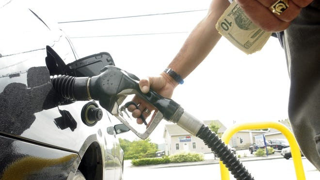 The price of gas fell to $2.06 in Worcester this week while the statewide average remained the same.