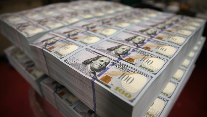 The Federal Reserve has debuted the new U.S. 100 dollar bill that comes withe new security measures.