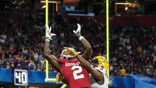 By drafting Oklahoma Sooners wide receiver CeeDee Lamb (2) in the first round, the Jets would give quarterback Sam Darnold a solid replacement for Robby Anderson, who left during free agency.