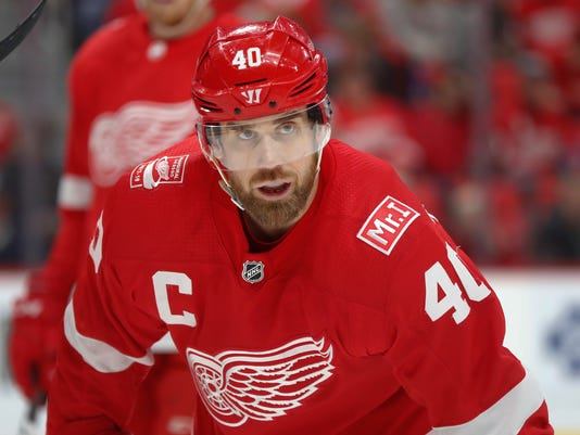 Red_Wings_Zetterberg_Hockey_70018.jpg