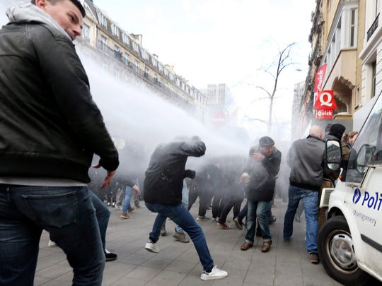 Anti-Islamic State demonstrators clash with police