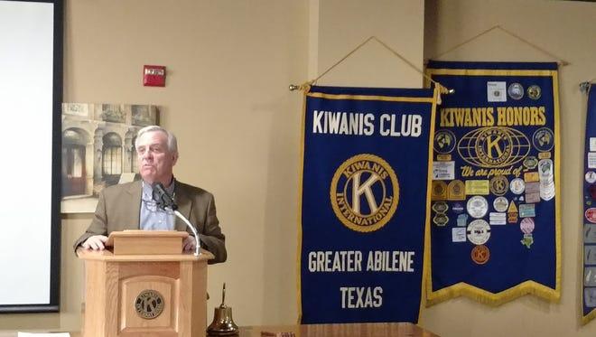 Mayor Norm Archibald addresses the Kiwanis Club of Greater Abilene.