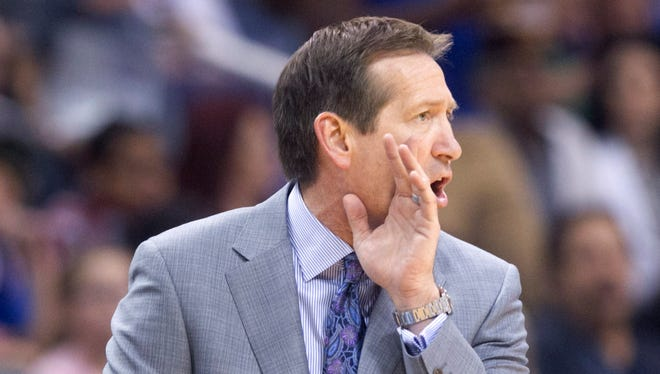 Suns head coach Jeff Hornacek shouts during the first half against the Knicks at the US Airways Center in Phoenix on Friday, March 28, 2014.