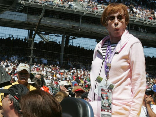 Carol Burnett reacts to sitting on the hot surface