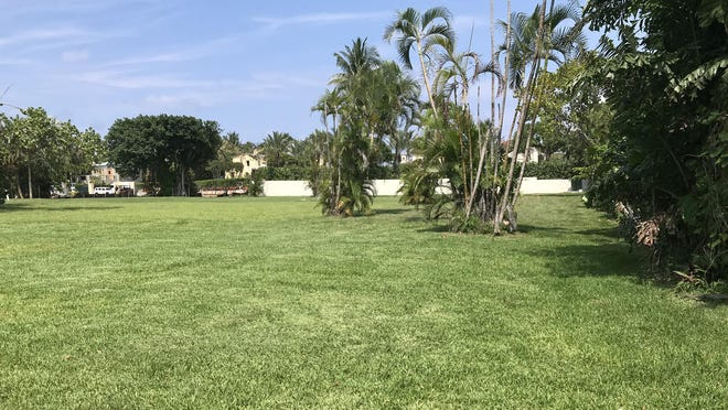 A half-acre lot has sold for a recorded $7.19 million in a subdivision carved from land that was once part of an estate owned by billionaire John Kluge. The buyer, developer Braden S. Smith, plans to develop a $25-million house on speculation on the ocean-block lot at 125 El Bravo Way. [DARRELL HOFHEINZ/palmbeachdailynews.com]