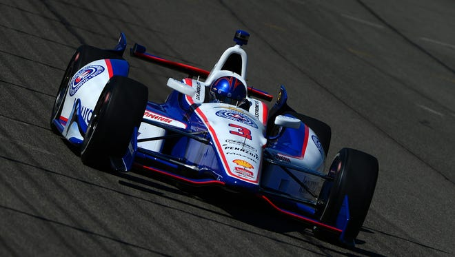 Helio Castroneves' average speed of 218.540 mph was enough to win the pole for Saturday's MAVTV 500.