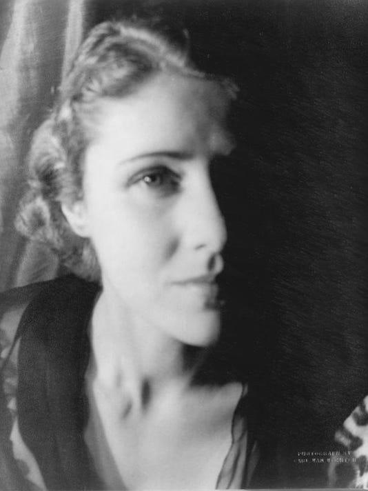 Clare_Booth_Luce_by_Van_Vechten.jpg