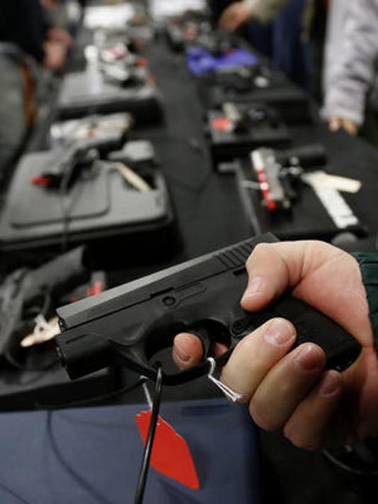 635609169230996402-handgun-file-photo-Bloomberg