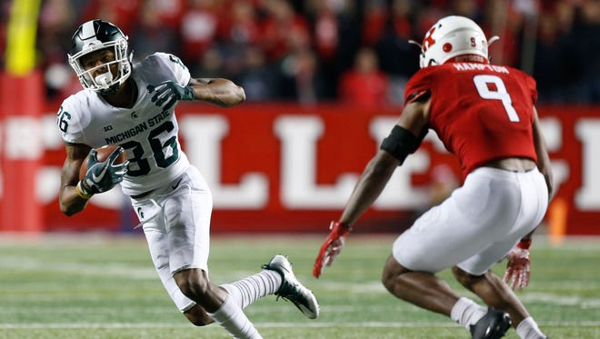 Nov 25, 2017; Piscataway, NJ, USA; Michigan State Spartans wide receiver Trishton Jackson (86)makes a catch against Rutgers Scarlet Knights defensive back Saquan Hampton (9) during first half at High Point Solutions Stadium.