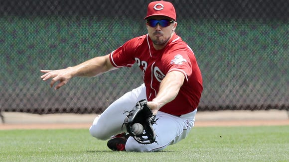 Reds left fielder Adam Duvall makes a diving catch off the bat of Cardinals center fielder Tommy Pham in the top of the sixth inning.