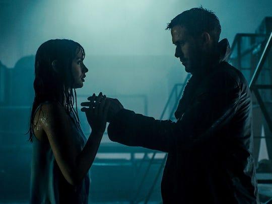 Lovebirds Joi (Ana de Armas, left) and K (Ryan Gosling)