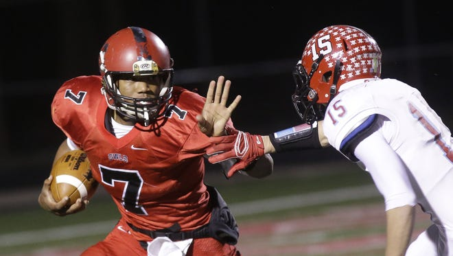 Mt. Healthy QB David Montgomery carries the ball against Kings on Friday.
