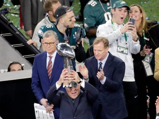636533815596437148-Eagles-Patriots-Super-Bowl-Football.jpg