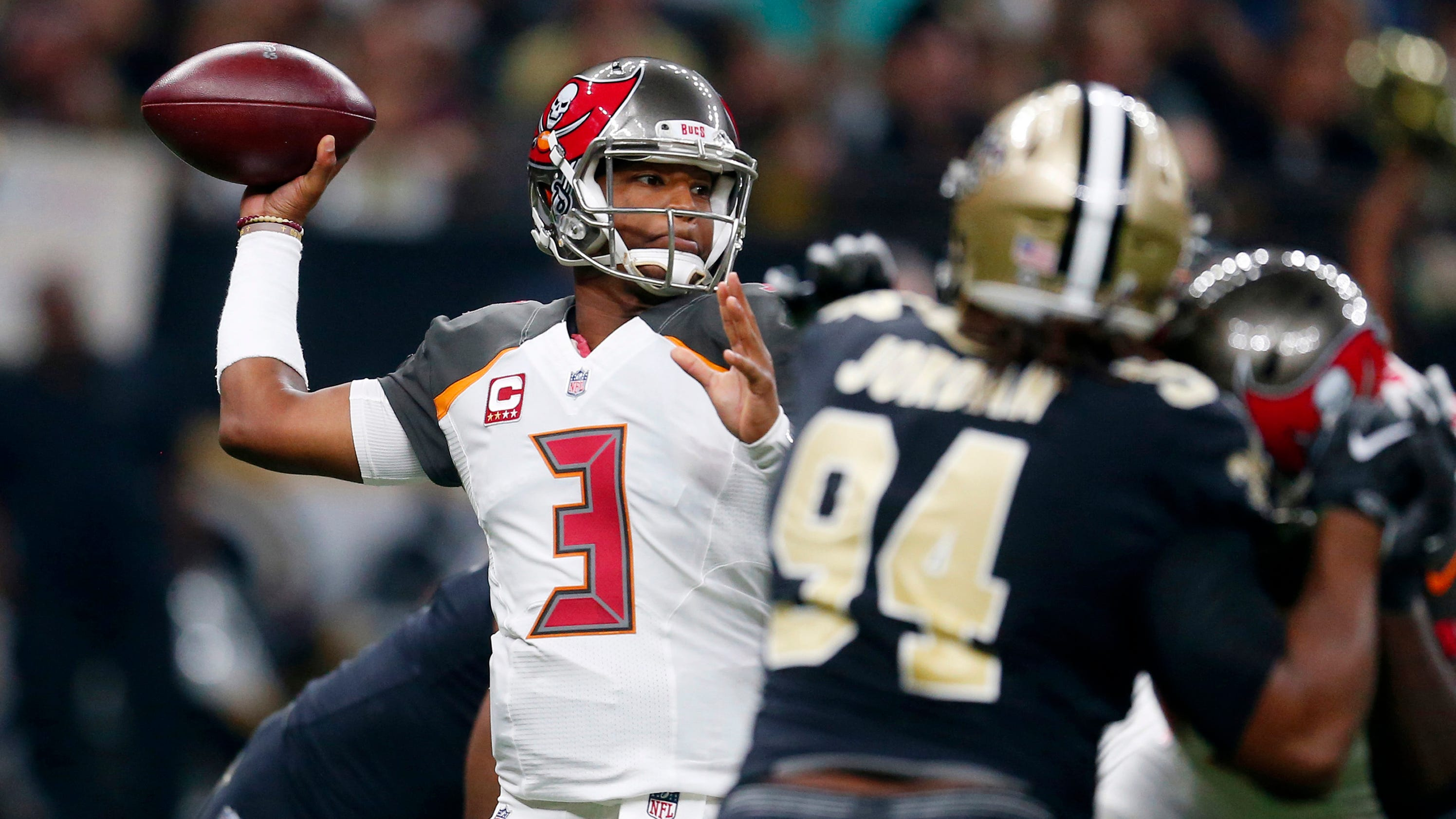 Mike Evans launches into Saints CB Marshon Lattimore in skirmish