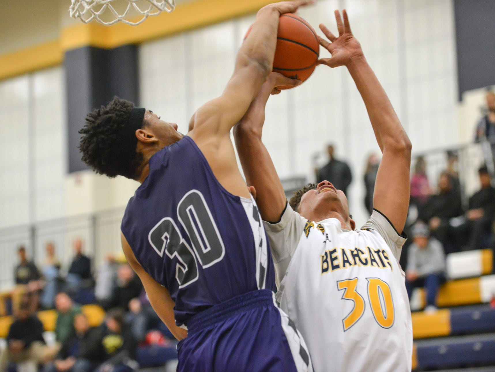Lakeview's DaLeon Graham works on blocking a shot by Central's Wendell White.