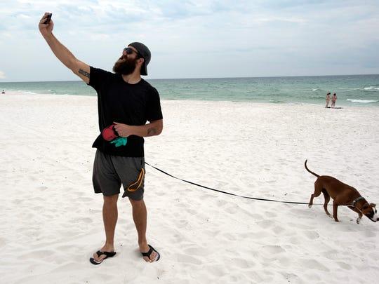 Former NFL player Joe Hawley visits Pensacola Beach