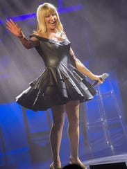 Suzanne Somers engages the crowd at the McCallum Theatre