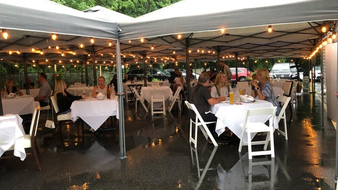 Diners eat outdoors at Cenzino, a restaurant in Oakland, N.J.
