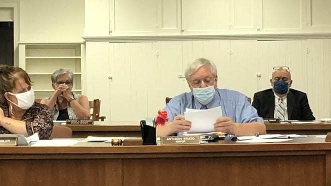 Branchville water expert Dave Simmons reads a letter from the state Department of Environmental Protection regarding the borough's positive water tests for E. coli at the Borough Council meeting Wednesday, Sept. 2.