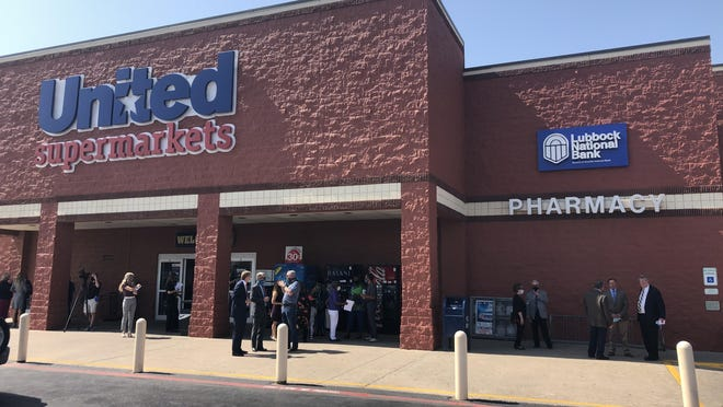 Lubbock National Bank celebrated the opening of their newest branch location inside the United Supermarkets store at 2360 Parkway Drive on Thursday.