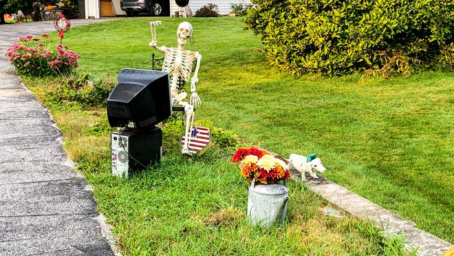 This comical Halloween display entertains passersby during the fall season. It's set up on the Southwest side of Aledo on 9th street - the perfect spot to get noticed by elementary children on their way to Apollo.