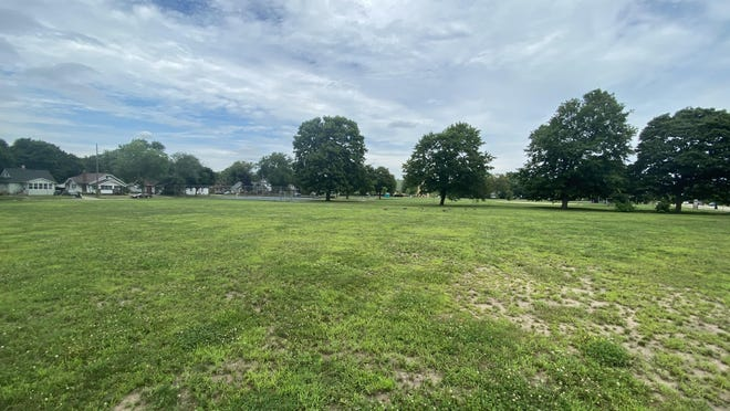 The Rockford Park District Board of Commissioners has approved the acquisition of 1.5 acres of land at 1920 N. Main St. adjacent to Brown Park.