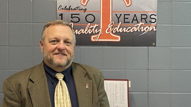 Former Tecumseh High School principal Dennis Niles has been hired as the school's new principal to replace former Principal Griff Mills, who is now superintendent of Taylor Community Schools.