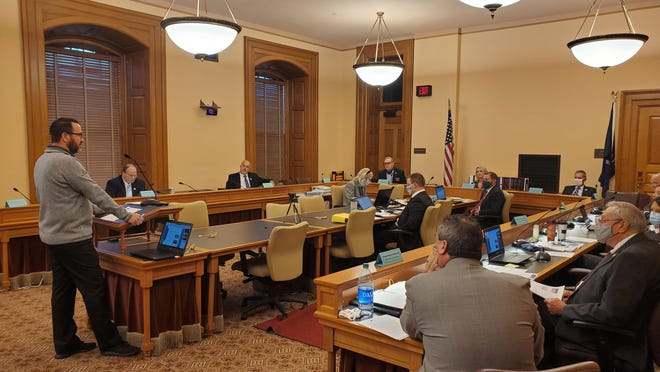 Phil Hays, director of the Kansas State Council of the Society of Human Resource Management, testifies before a legislative committee Tuesday at the Statehouse.