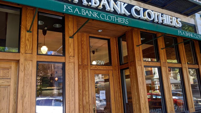 A temporary winter-themed clothing store will open this week in the former Jos A. Bank Clothiers storefront on Eighth Street in downtown Holland.