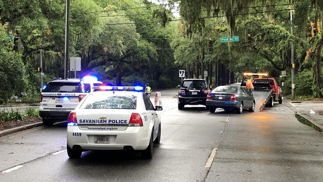 Savannah police respond to the accident at the intersection of Victory Drive and Paulsen Street on the evening of Tuesday, June 9. [Nick Robertson/SavannahNow.com