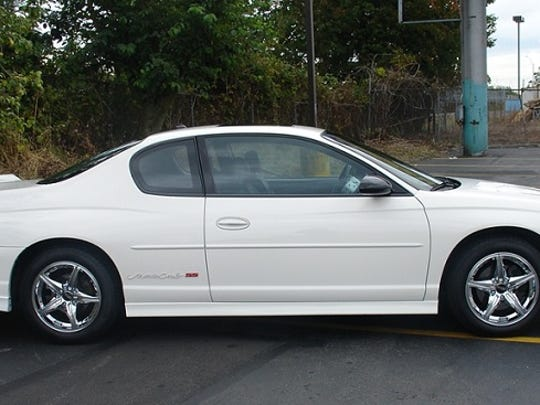 Madison County Sheriff's deputies say the St. Charles armed robbery suspect is driving a vehicle similar to this.
