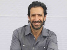 'Everybody Loves Somebody' star José María Yazpik talks bilingual rom-com